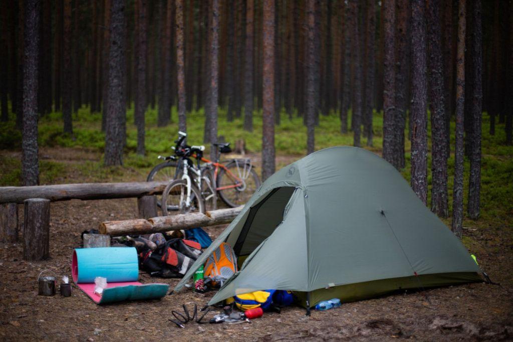 Как выбрать туристическую палатку: топ-5 вариантов с обзором