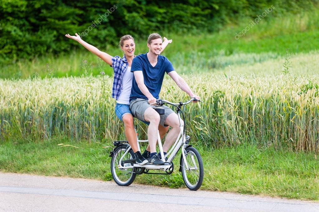 Велосипед тандем для пар и семей для совместного отдыха и общения