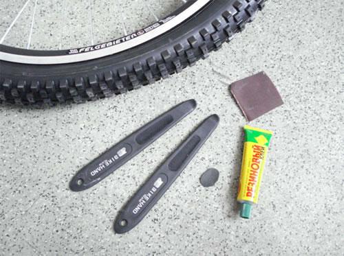 Как заклеить камеру велосипеда с помощью ремкомплекта