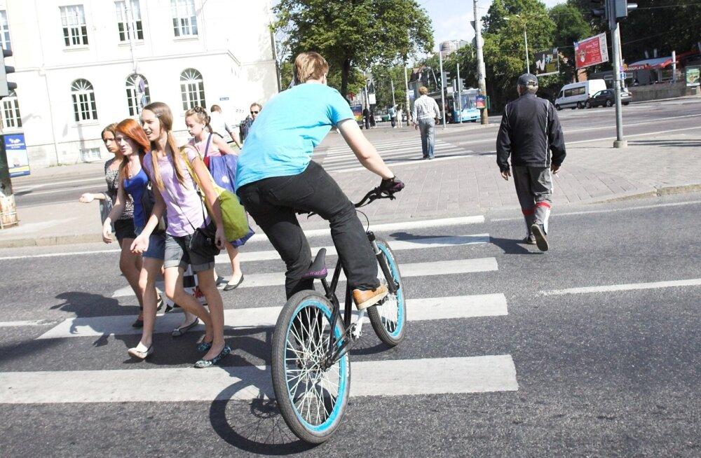 Сбил велосипедиста на пешеходном переходе кто виноват