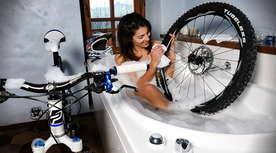 Как правильно мыть машину: дома, на мойке, на самообслуживании, каким моющим средством, сколько, где