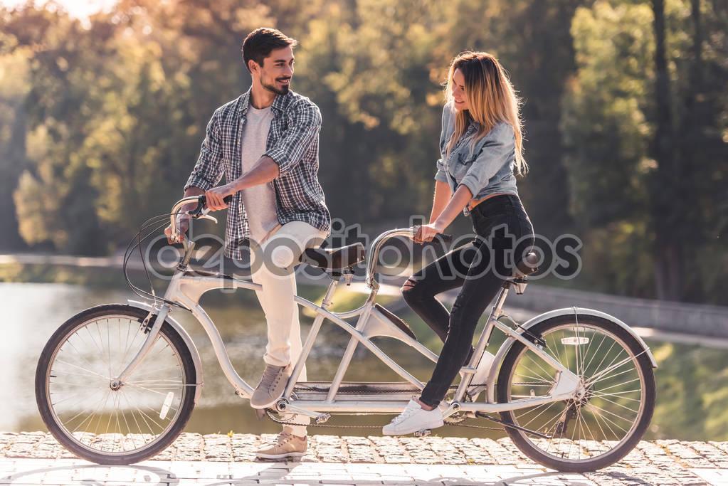 Велосипед для двоих, история создания, особенности, производители