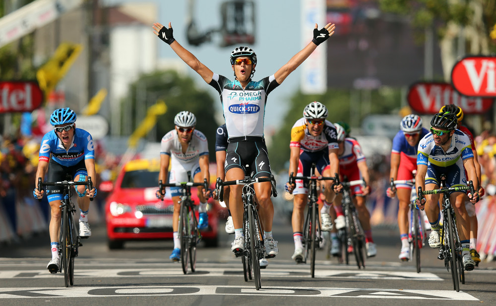 Триумф 22-летнего колумбийца берналя и 51-е место закарина: чем завершилась 106-я велогонка «тур де франс» — рт на русском