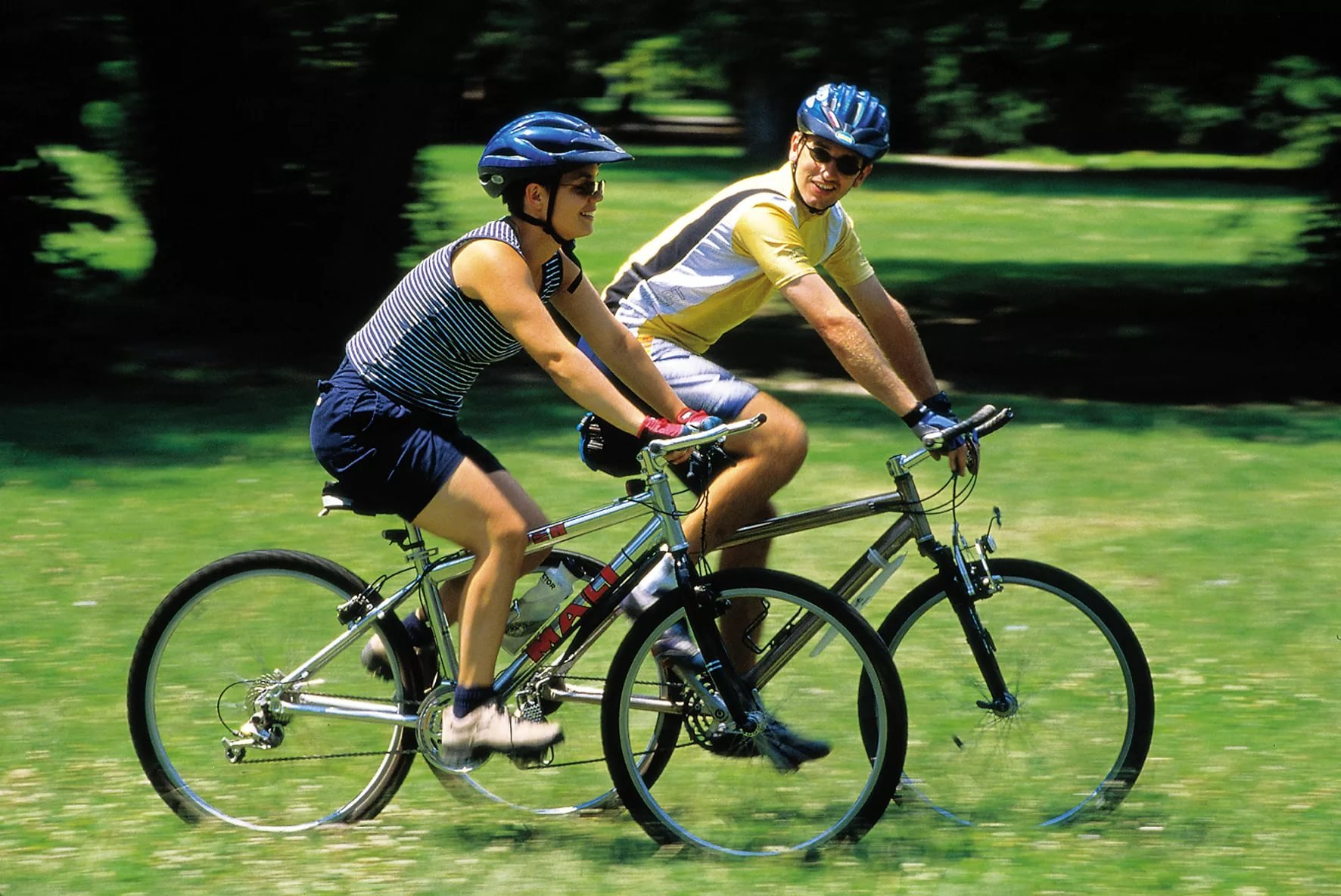 Чем полезен велосипед для женщин?