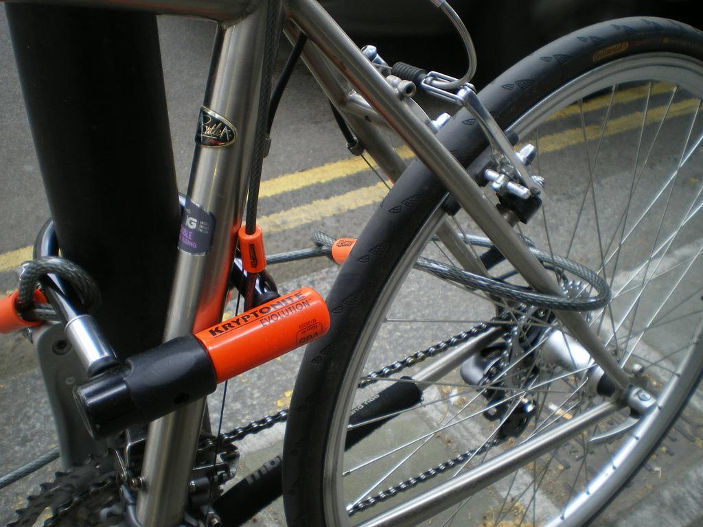 Как открыть велосипедный замок без ключа, пошаговая инструкция
