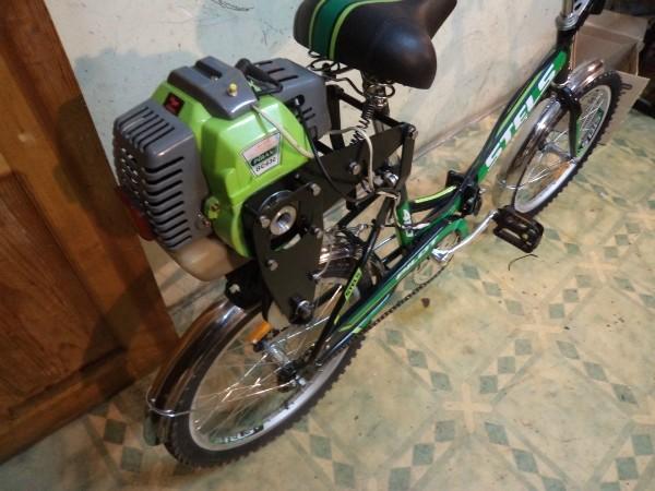 Мопед из велосипеда и триммера