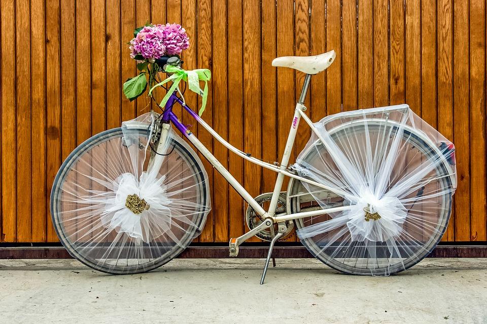 Старый велосипед в дизайне сада: как украсить - 20 фото