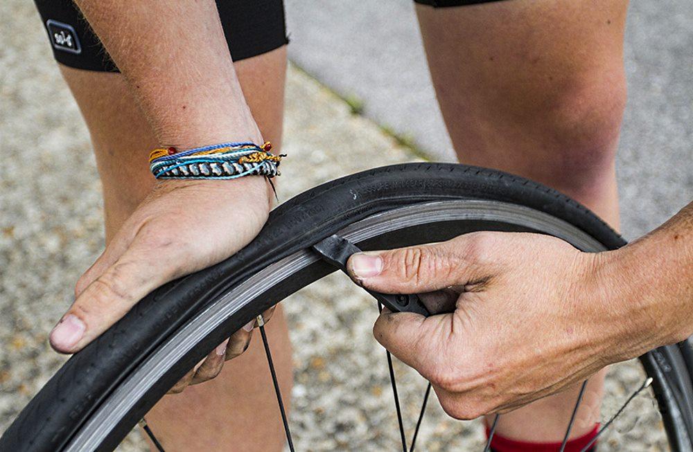 Как быстро заклеить велосипедную камеру