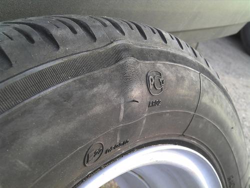 Ремонт грыжи на колесе: можно ли ездить с грыжей и что делать с боковым вздутием шины?