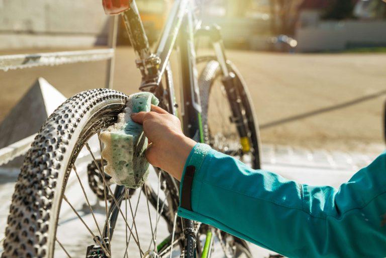 Как помыть машину без разводов, чтобы блестела