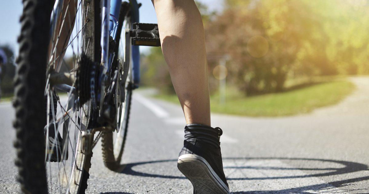 Опухло колено: как определить причину?