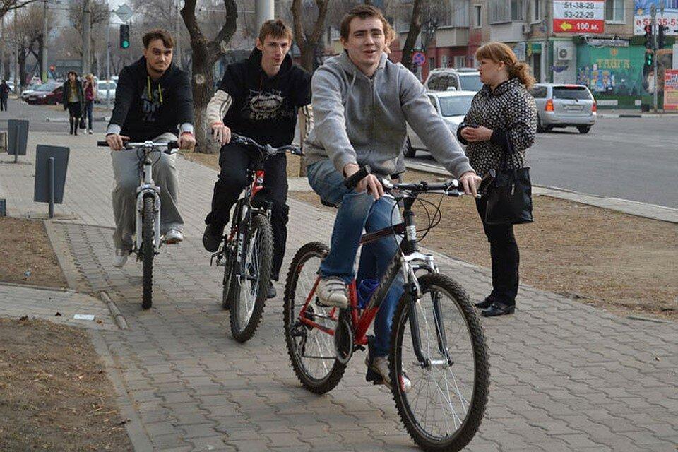 Можно ли велосипедистам ездить по тротуарам