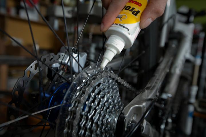 Чем смазывать велосипед: советы по выбору смазки. чем смазывать велосипед: советы по выбору смазки условия заполнения подшипника пластичной смазкой