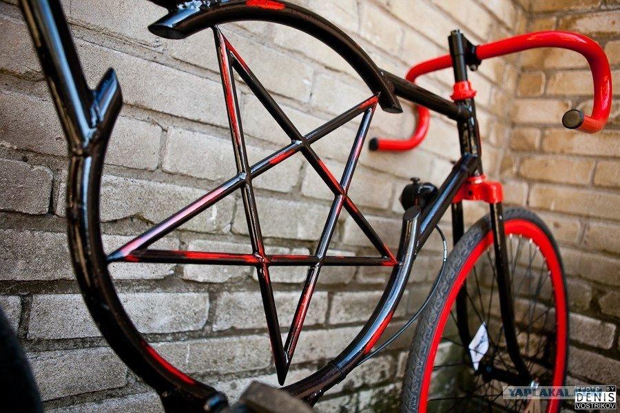 Покраска велосипедной рамы.