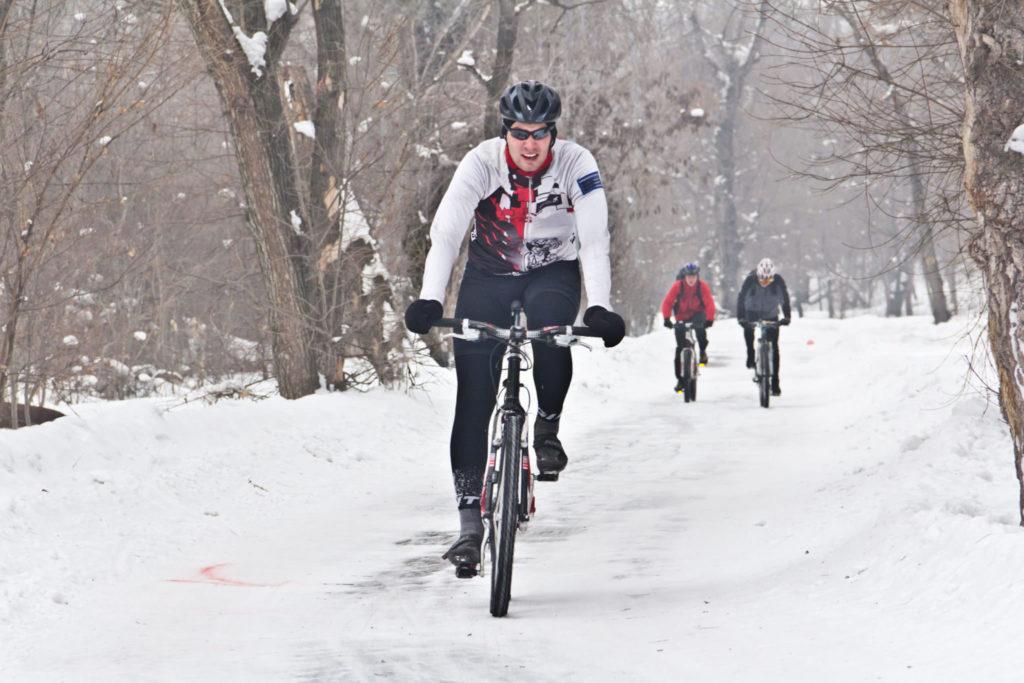 Особенности и правила катания на велосипеде зимой