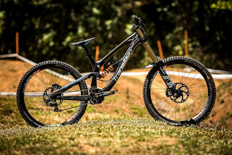 Двухподвесный горный велосипед даунхилл для езды по крутой тропе
