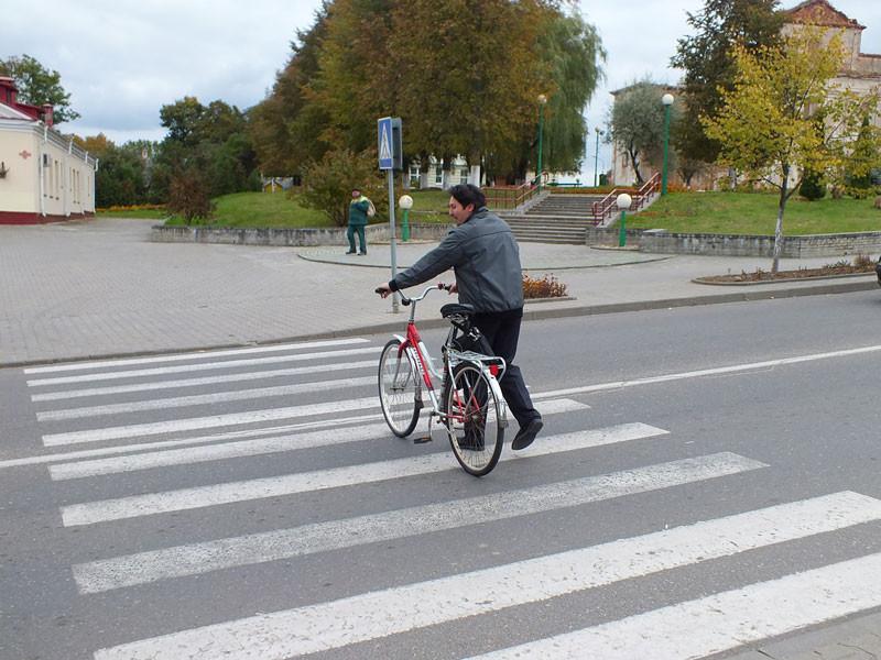 Можно ли переезжать пешеходный переход на велосипеде