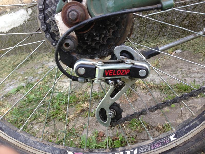 Успокоитель и натяжитель цепи на велосипед