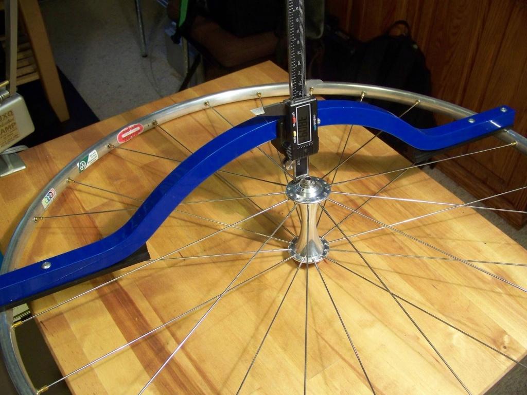 Как собрать колесо со спицами?