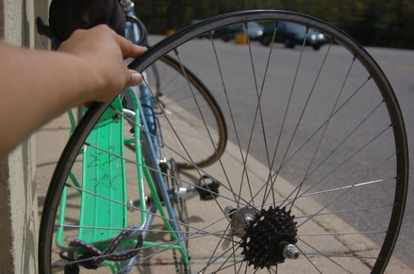 Как правильно в домашних условиях заклеивать камеру велосипеда с помощью ремкомплекта