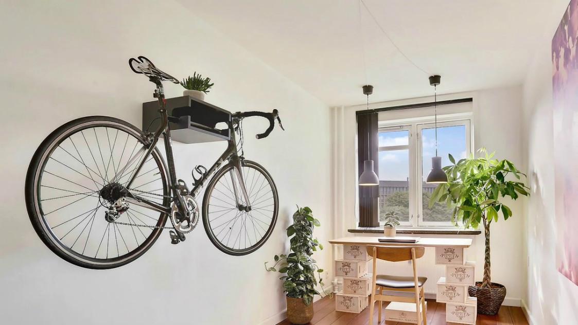 Как хранить велосипед в квартире? идеи для хранения велосипеда дома на стене и на потолке, если совсем нет места? способы и системы хранения в квартире