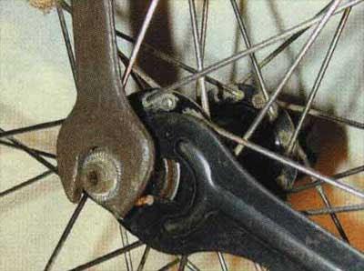 Как убрать восьмерку на колесе велосипеда