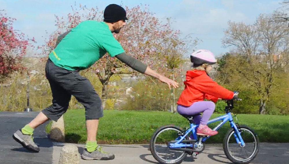Как научиться кататься на велосипеде взрослому? учимся ездить на двухколесном велосипеде самостоятельно. правила быстрого обучения езде