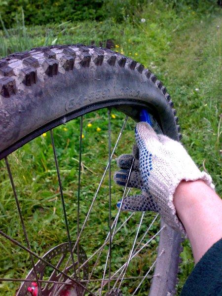 Как снять шину с велосипеда