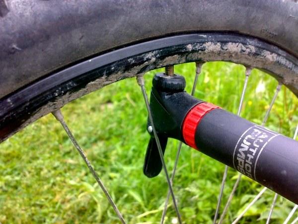 Насосы для велосипедов: особенности ручных велосипедных насосов, обзор ножных моделей с манометром, описание лучших брендов giyo и stels. как выбрать велонасос для шоссейного велосипеда?
