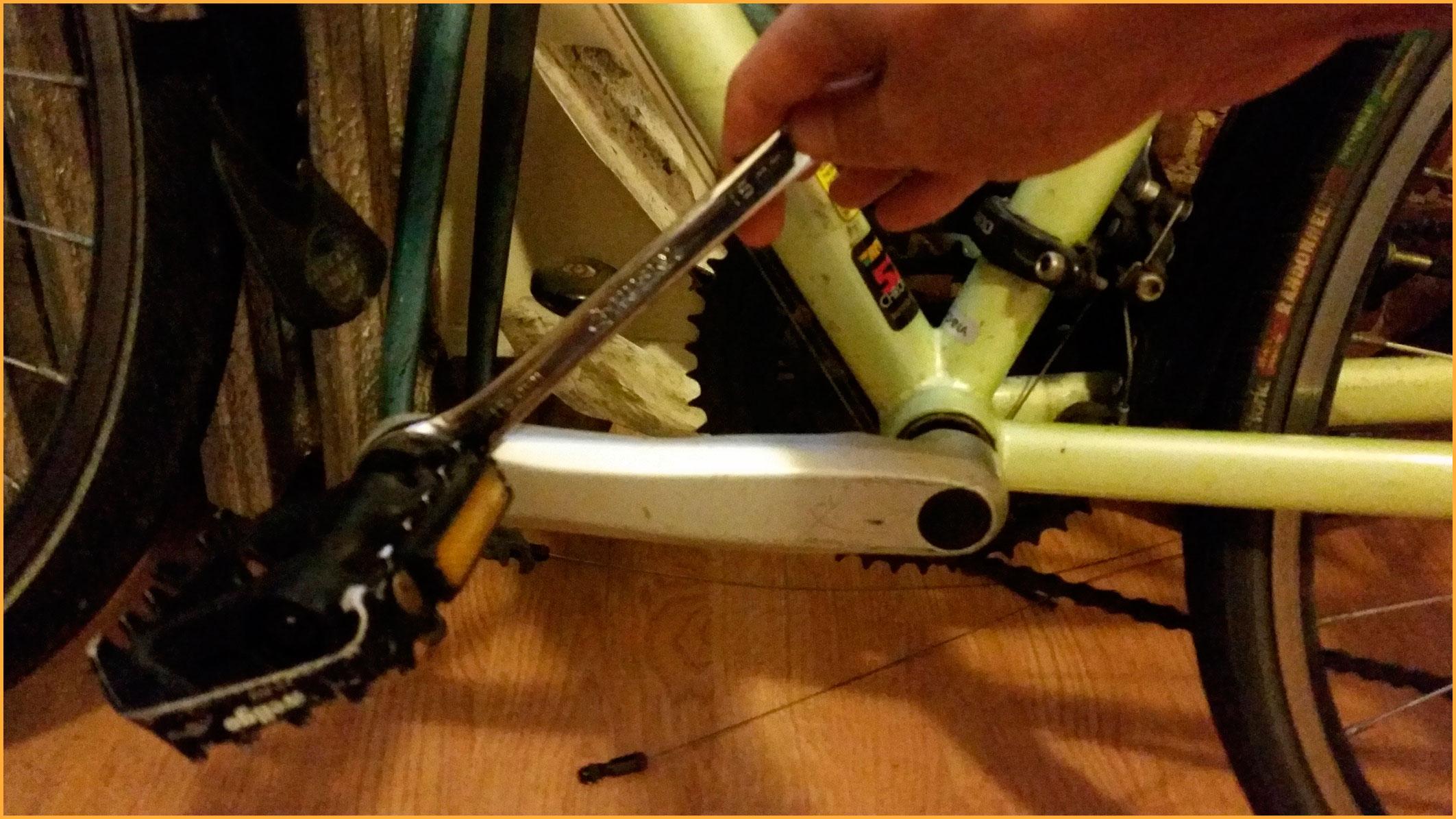 Как снять педали с велосипеда — пошаговая инструкция