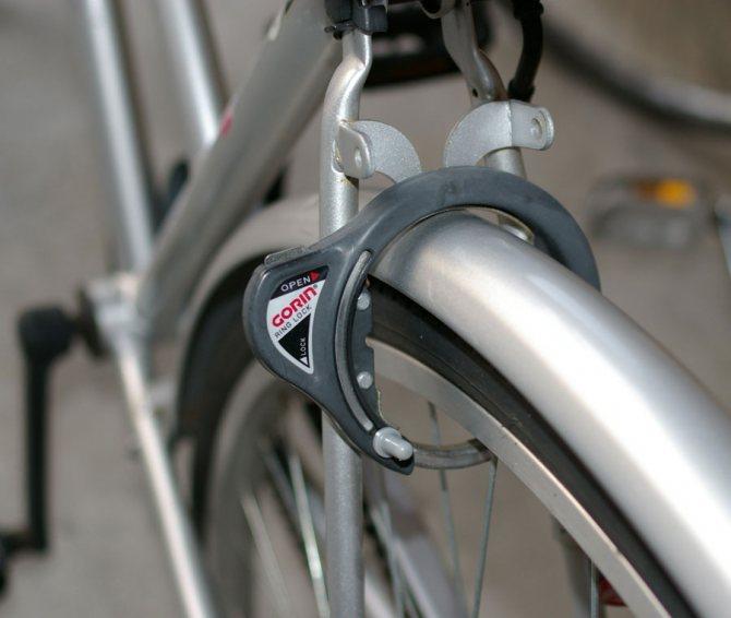 Как и где пристегивать велосипед