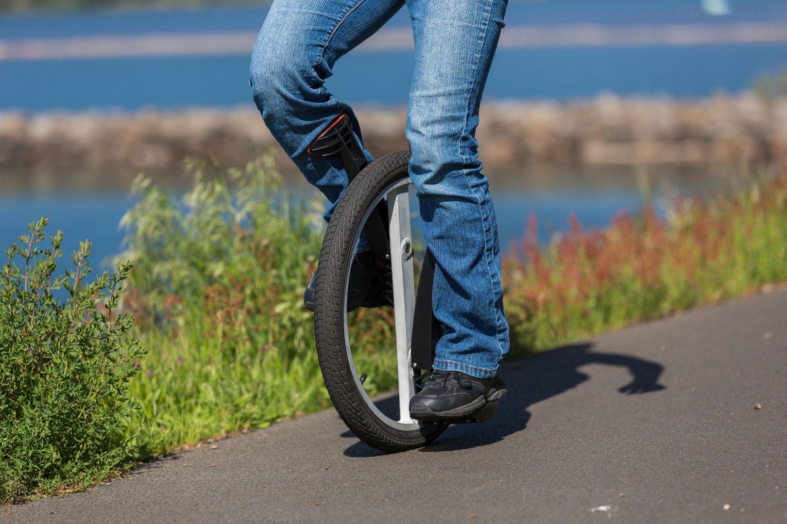 Одноколесный велосипед уницикл: когда два колеса уже чересчур