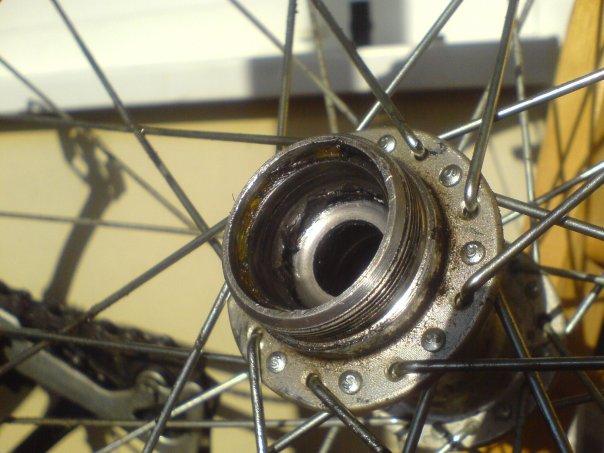 Почему спускает колесо на велосипеде