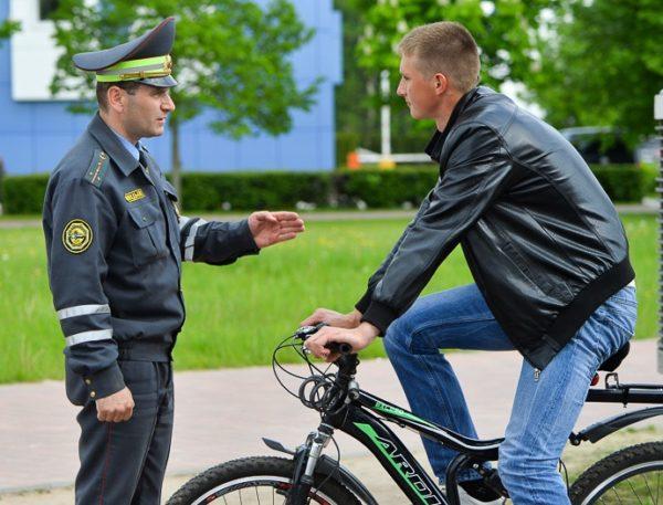 Можно ли ездить по тротуарам на велосипеде? кто из велосипедистов может ехать по тротуару? штрафы за нарушения правил езды, предусмотренных пдд