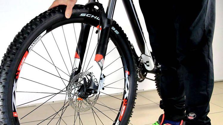 Как научиться ездить на заднем колесе (wheelie) - bike-rampage