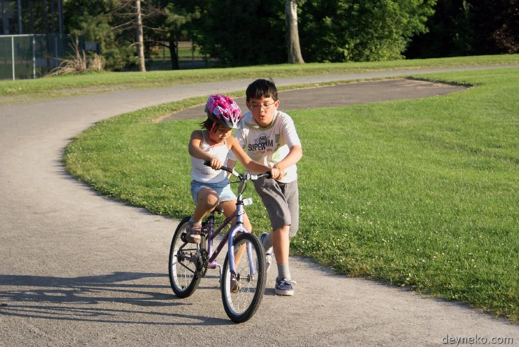 Как самостоятельно научиться ездить, делать трюки, прыгать, держать равновесие на заднем колесе, кататься без рук на велосипеде: обучающие инструкции и полезные видео   qulady
