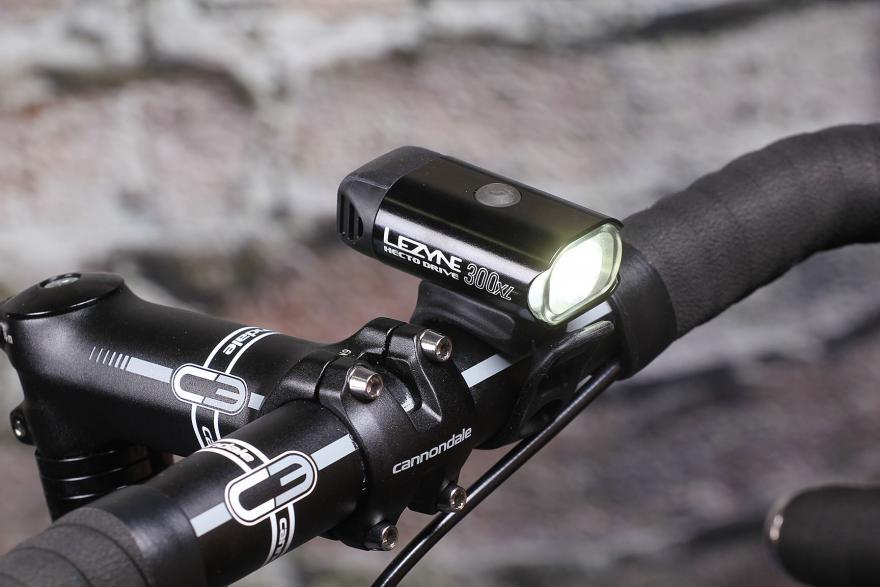 Фара для велосипеда: виды, назначение, особенности, правила выбора и установки