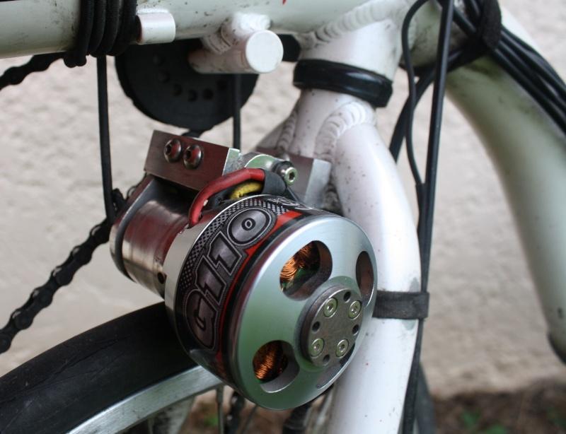 Подвесной электромотор для велосипеда