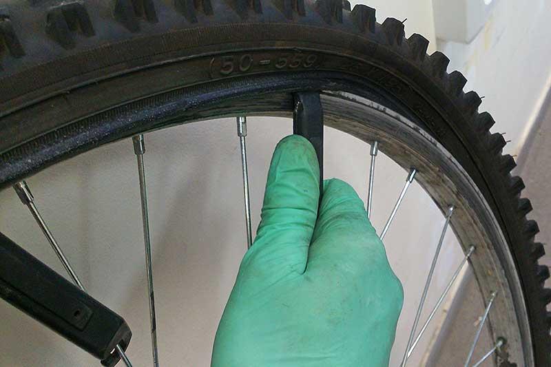 Как поменять заднее колесо на велосипеде