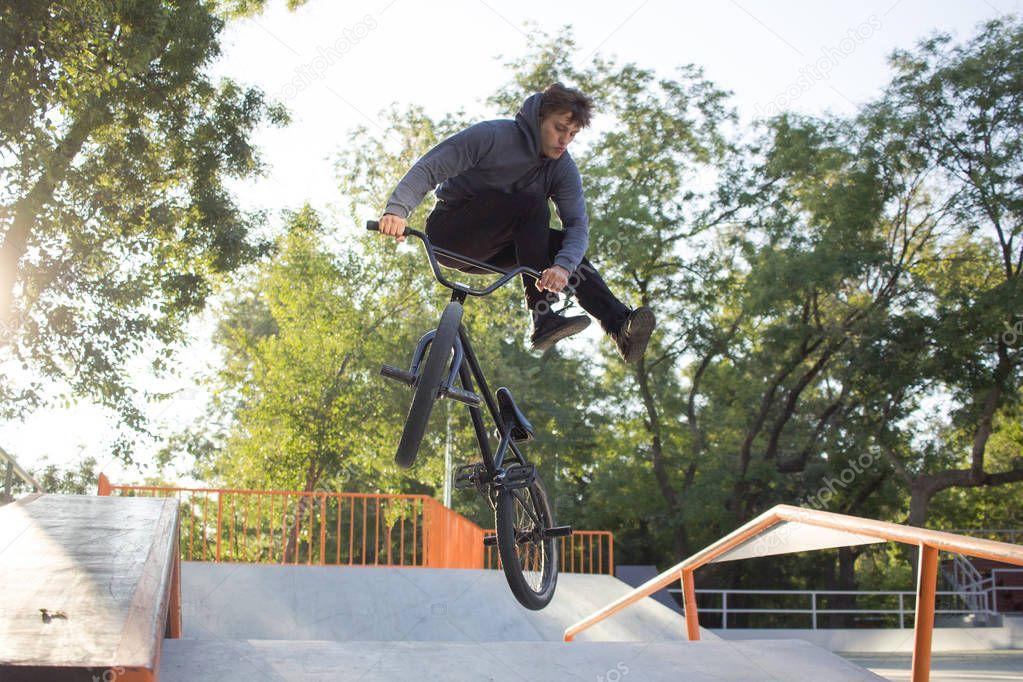 Как научится делать крутые трюки. какие бывают трюки на велосипедах и как их сделать. на что обратить внимание при выборе