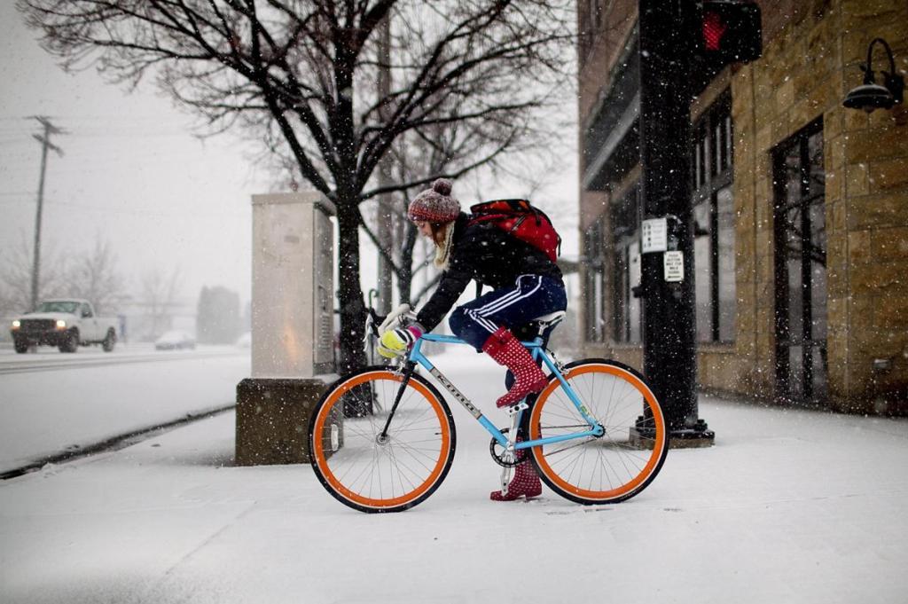 Как безопасно ездить на велосипеде зимой: советы авк - bikeandme.com.ua