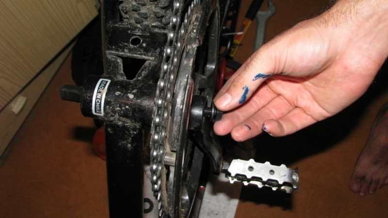 Как смазать каретку велосипеда без разборки? практическая статья.