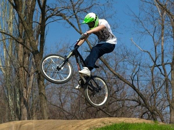 Трюки на bmx-велосипеде для начинающих, для опытных велосипедистов, выбор велосипеда для трюков