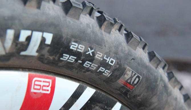 Как накачать колеса велосипеда ручным насосом
