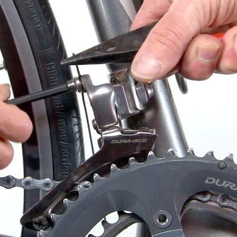 Почему прокручивается задняя втулка на велосипеде