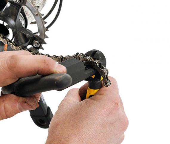 Как поменять цепь на велосипеде?