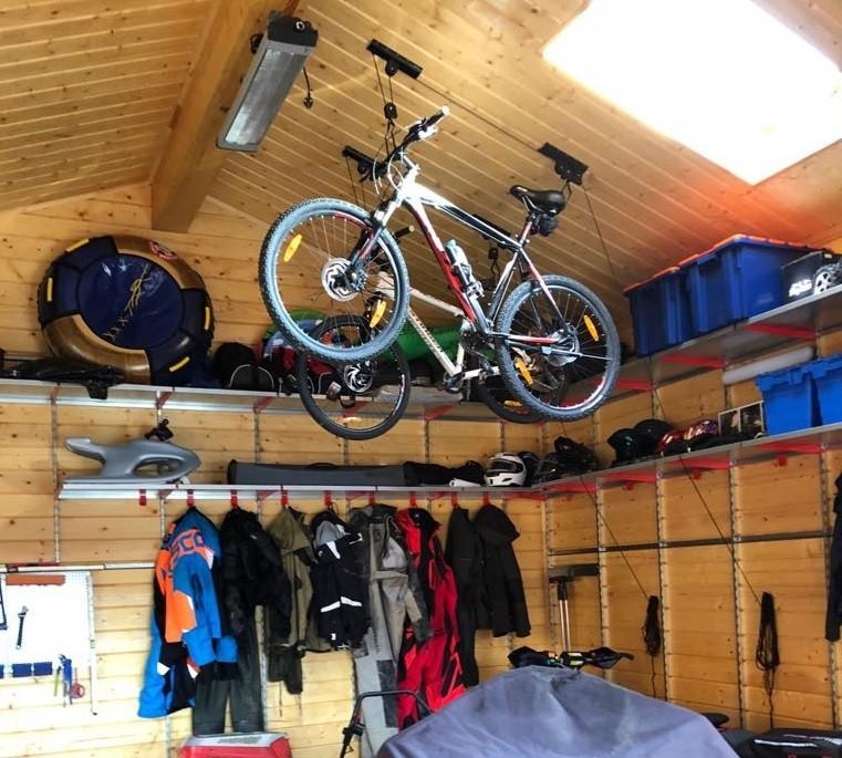 Крепление для велосипеда на стену: кронштейны, крюки и настенные держатели для велосипеда. как подвесить его для хранения?