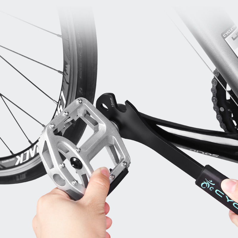 Как правильно открутить педали на велосипеде?