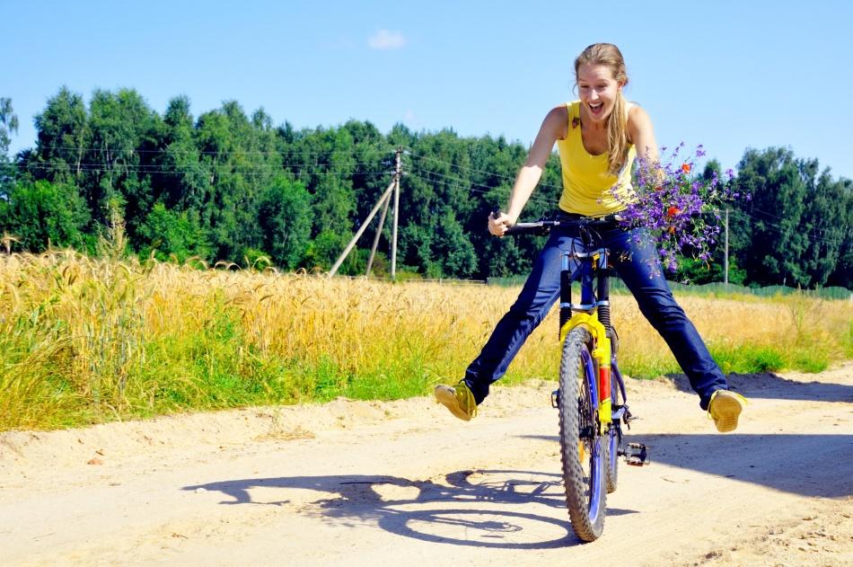 На заднем, не спеша: как научиться ездить без рук на велосипеде - bikeandme.com.ua