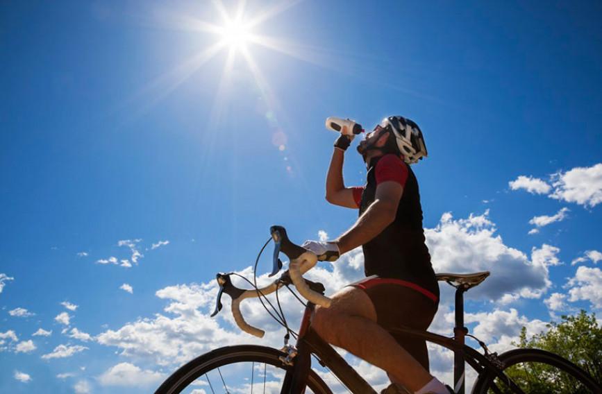 Что пить: воду, изотоники или энергетические напитки | сайт котовского
